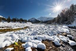Alpen, Alpenpass, Bach, Engadin, Fluss, Gewässer, Graubünden, Ofenpass, Schnee, Schweiz, Sonnenschein, Suisse, Switzerland, Wetter, Winter