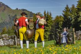 Alp, Alpaufzug, Alpen, Alpfahrt, Alps, Appenzell, Appenzell Ausserrohden, Brauchtum, Frühling, Hundwil, Ostschweiz, Schweiz, Sennen, Spring, Suisse, Switzerland, Tracht, Urnäsch, alps, tradition
