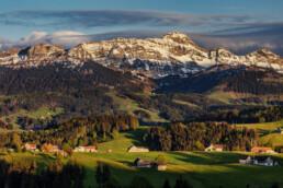 Abend, Alpen, Alpstein, Appenzell, Appenzell Ausserrohden, Appenzellerhaus, Bauerhaus, Berg, Bergmassiv, Frühling, Ortsbild, Ostschweiz, Schweiz, Spring, Streusiedlung, Suisse, Switzerland, Säntis, Säntisbahn, Säntisbahn Säntis, Waldstatt, Weiler
